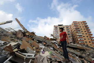 Palestinians Collect Belongings from Gaza Ruins